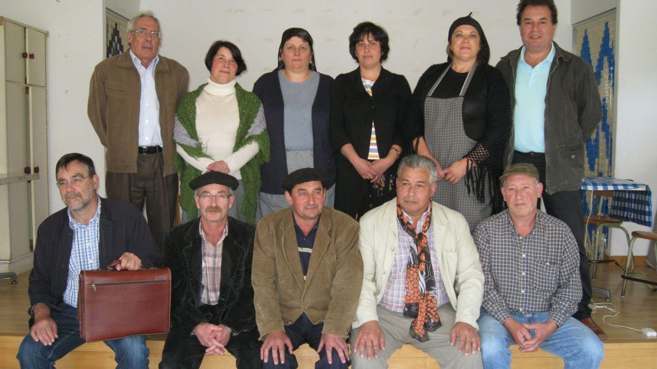 teatro.Foto de familia de la representación asturiana en FETEN 2019 junto a la concejala de Cultura y los organizadores
