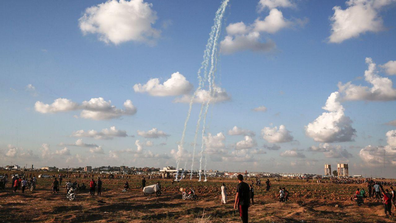 Varios artefactos con gas lacrimógeno caen en Gaza durante las protestas de los palestinos
