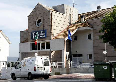 El local es un inmueble situado en una zona residencial en Puxeiros.