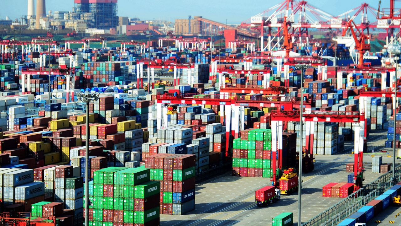 .Contenedores en el puerto de Qingdao, China
