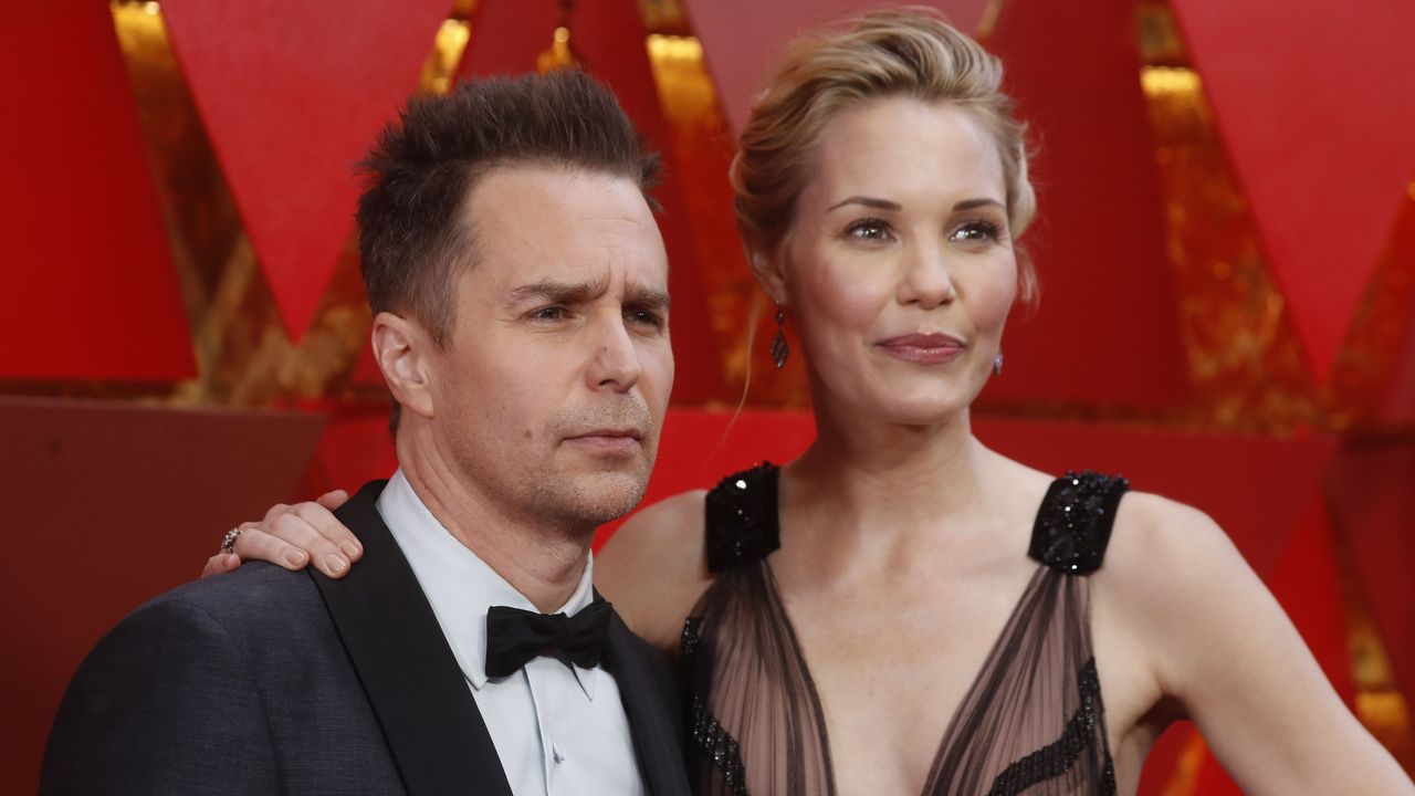 Sam Rockwell, nominado como mejor actor de reparto, y Leslie Bibb