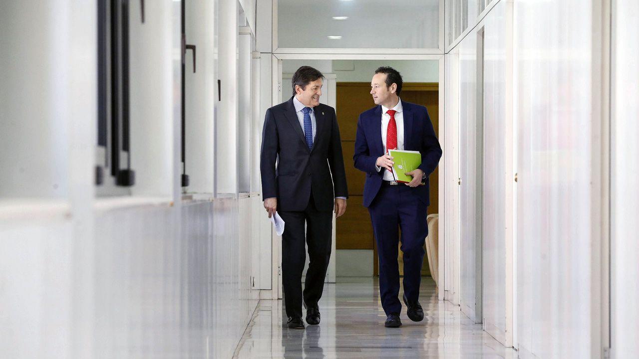 Javier Fernández y Guillermo Martínez en la sede de presidencia