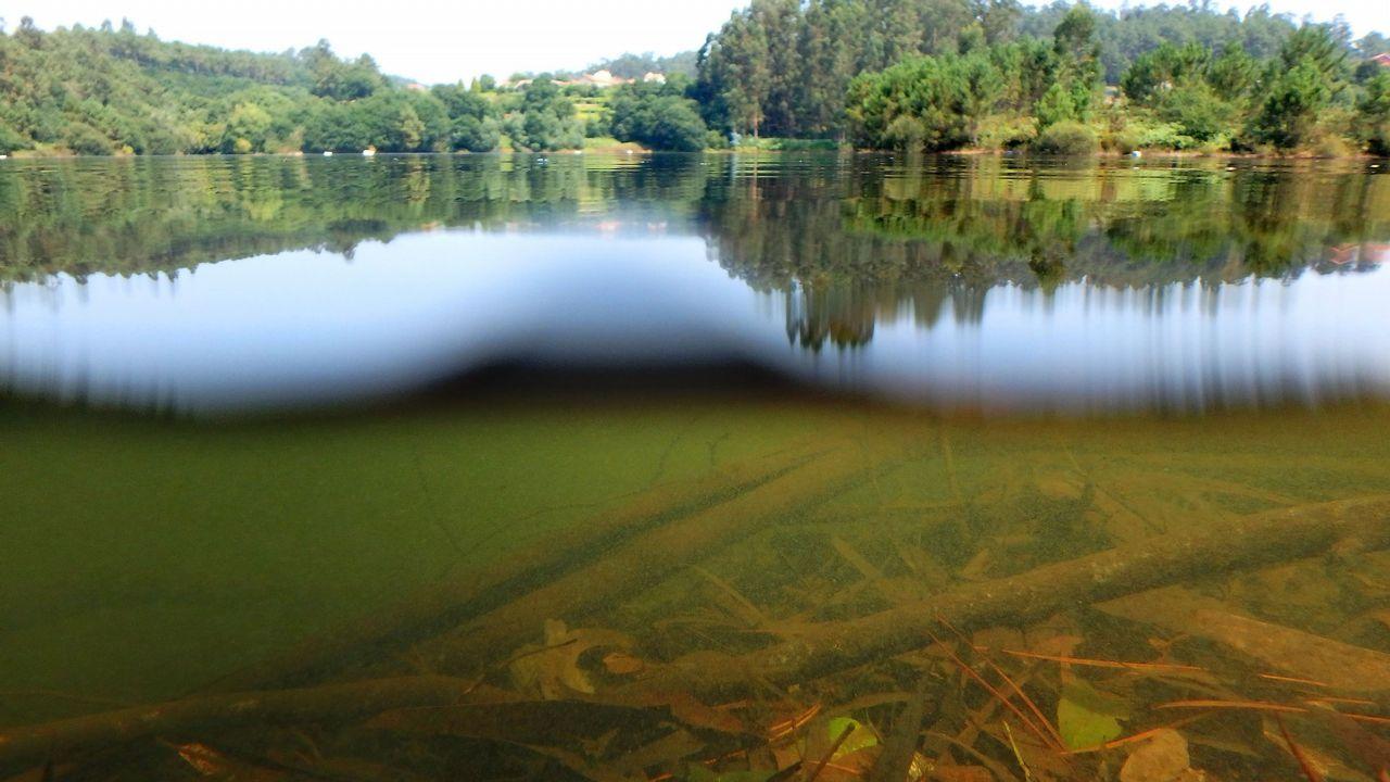El embalse de Eiras, al 60% a finales de octubre.La colegiata. Parte de la figuración del cruceiro, de los más importantes de Galicia, resulta ya irreconocible en una obra del siglo XV que debe ser protegida en un museo.