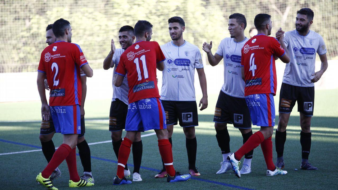 Toche Casto Real Oviedo Alcorcon Carlos Tartiere.Toche, en una accion con Casto