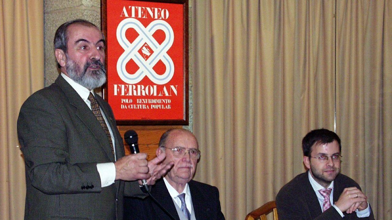 .Albor dando una charla en el Ateneo Ferrolano