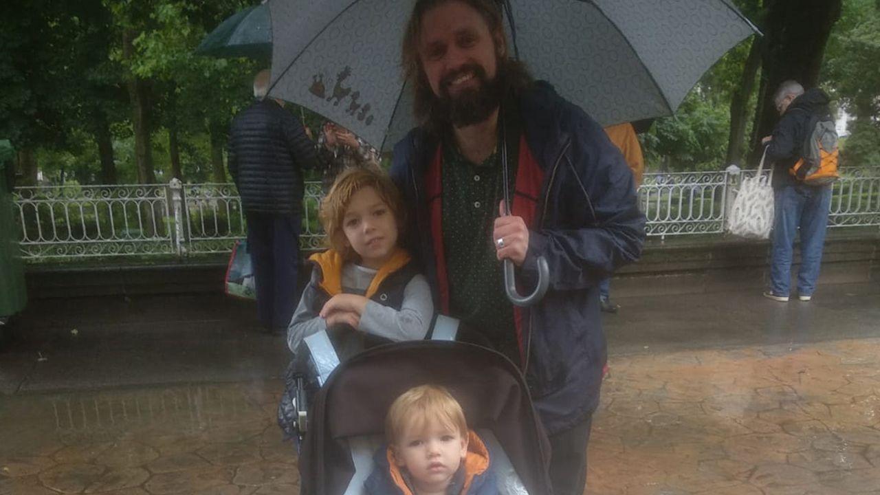 Ryan Gornald con su familia en el Martes de Campo