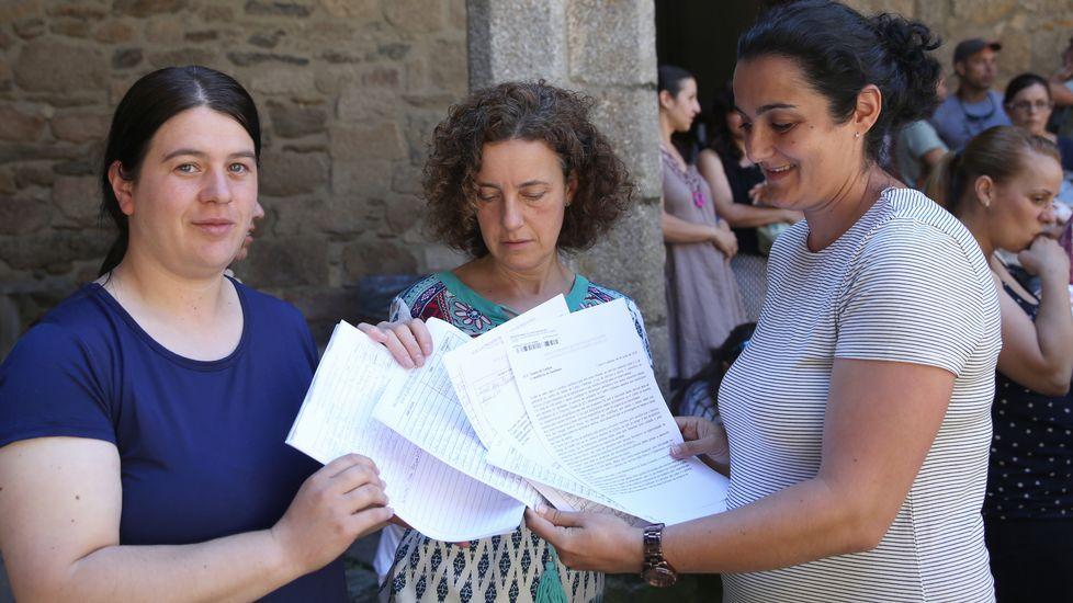 .EnTrives y Castro Caldelas recogen firmas contra la supresión del servicio de pediatría en los centros de salud