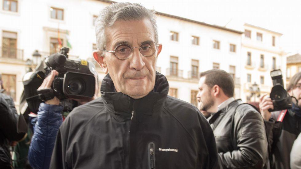 El padre Román, a su llegada a la Audiencia Provincial de Granada