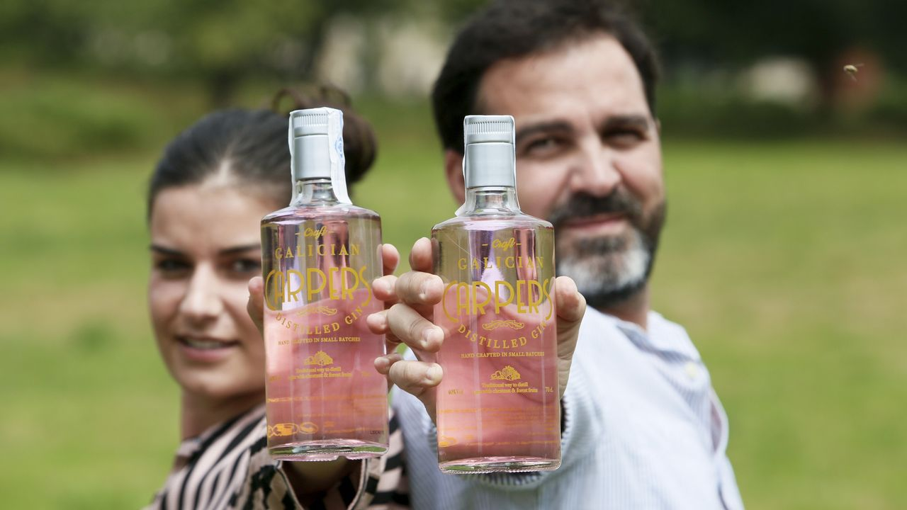 Ginebra rosa, made in Vilalba.