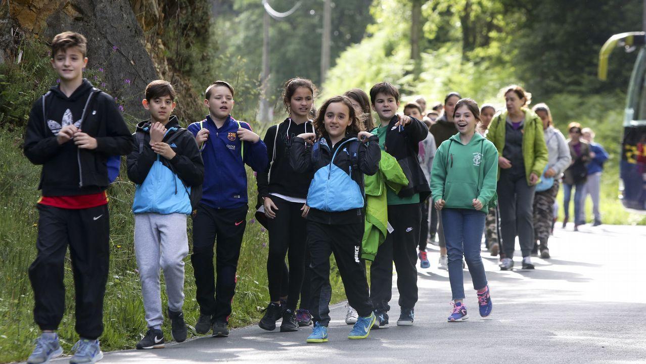 Los alumnos de quinto de primaria de Ferrol que participan en el programa  se reunieron ayer en Esmelle