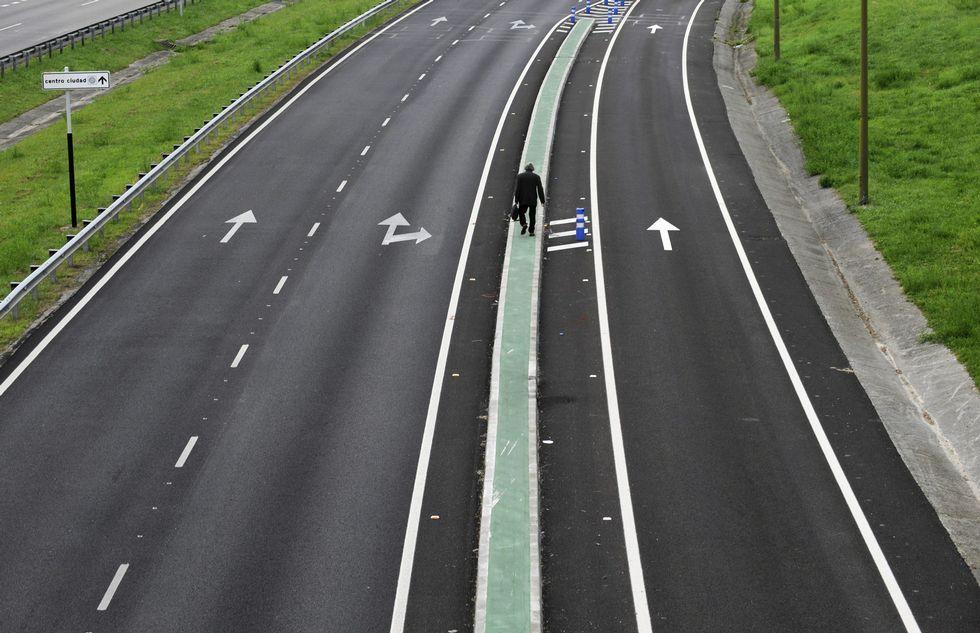 .La autopista de acceso a Oviedo, cerrado a los vehículos.