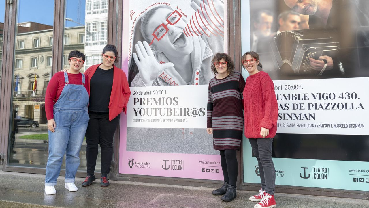 Mos, segundo por la derecha, junto a algunos de los músicos que le acompañarán este viernes en el Jofre: Lorena Cachito, Chechu Mosquera y Rafa Pereira