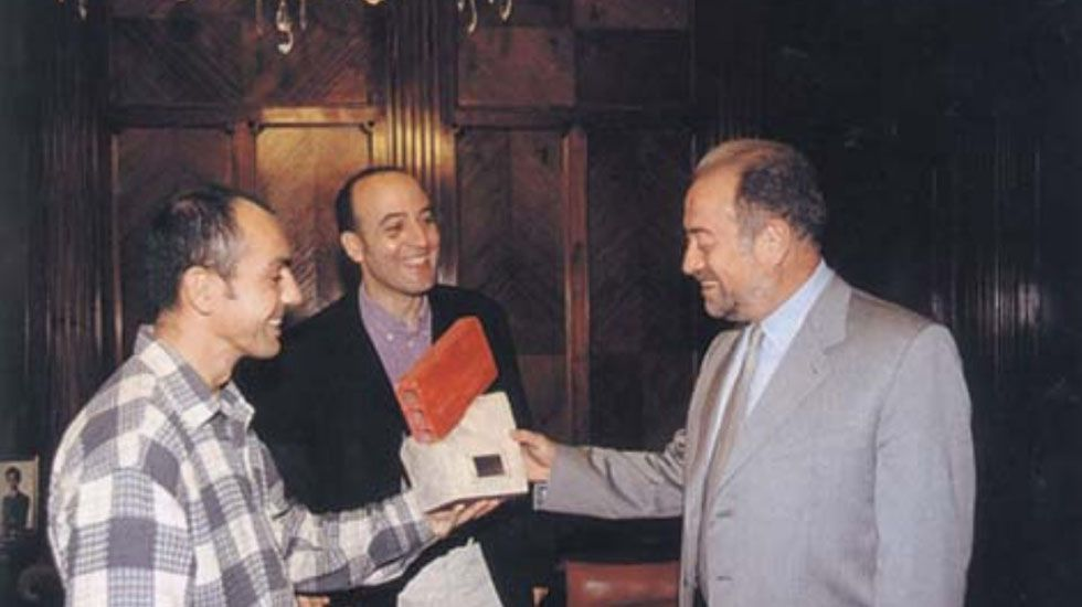 Gabino de Lorenzo recogiendoen 1998 el premio Ladrilla Rosa.Gabino de Lorenzo recogiendoen 1998 el premio Ladrilla Rosa
