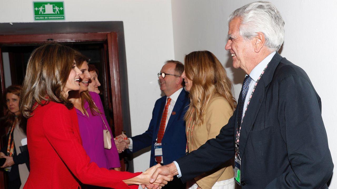 Letizia saludando a los miembros de la Unión Internacional contra el Cáncer en México