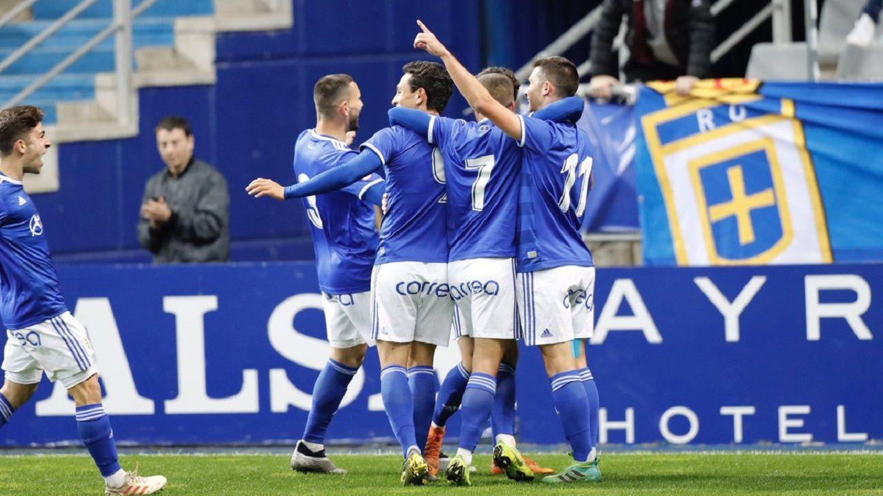 Gol Barcenas Jimmy Real Oviedo Deportivo Carlos Tartiere.Los jugadores del Vetusta celebran el primer gol al Sporting B