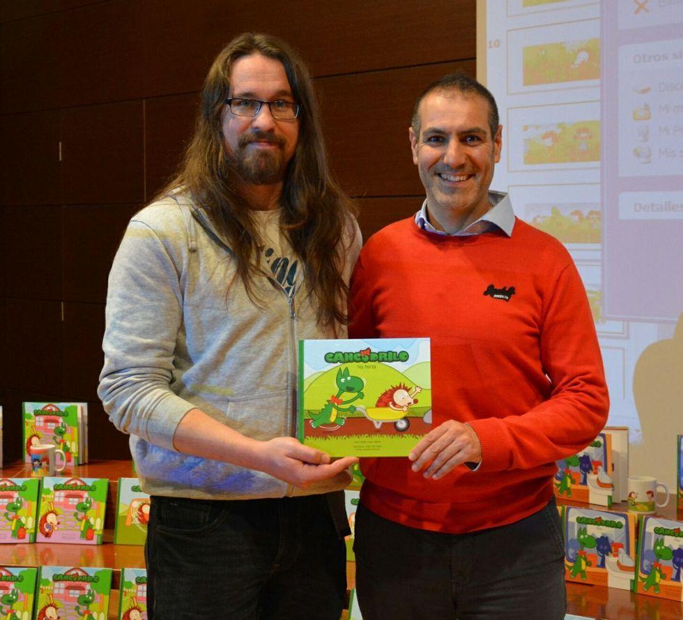 Hanya Yanagihara, durante un momento de la entrevista que concedió a TVE para promocionar su libro..El ilustrador Javier Rey y el escritor Xabier López