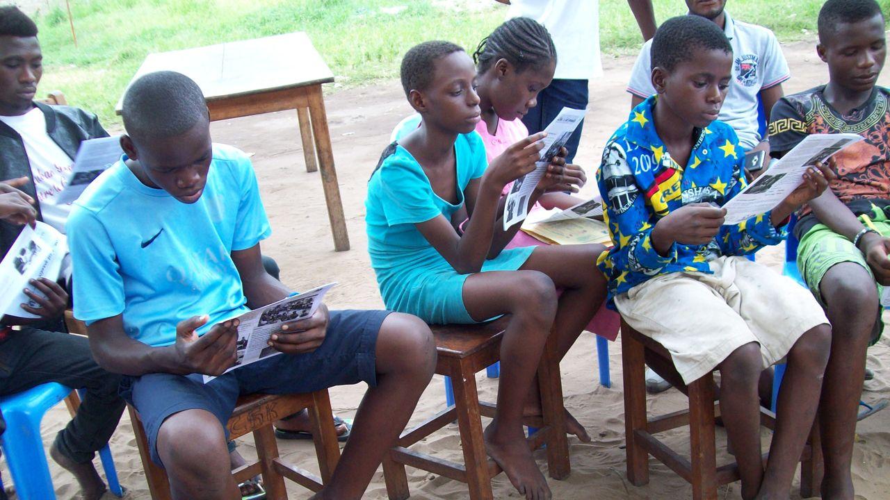 Un Pájaro Azul lleva esperanza a lajuventud congoleña