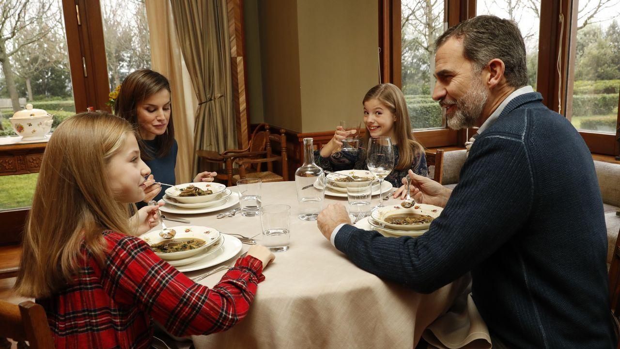 «¿Qué hay para cenar?»: Las imágenes nunca vistas de la familia real.