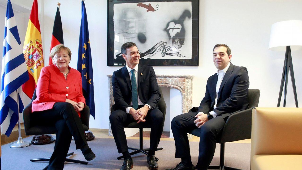 Fotografía cedida por la presidencia del Gobierno con Merkel, Sánchez y Tsipras