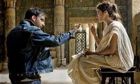 Amenábar y Weisz, durante el rodaje de Ágora, película que será entregada con La Voz el día 9.