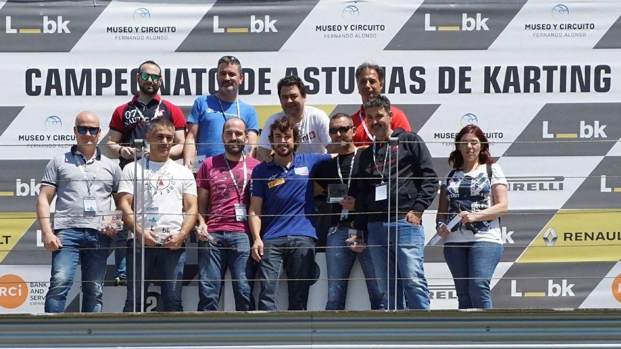 .Fotografía facilitada por Liberbank del doble campeón del mundo español de Fórmula Uno Fernando Alonso (4d) tras ganar hoy la VII edición de la carrera de karts organizada por la Fundación que lleva su nombre