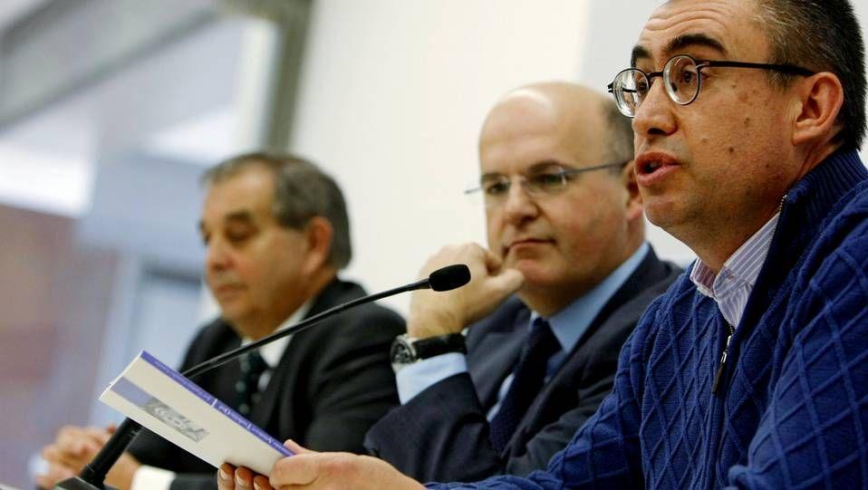 El autor, en primer término, acompañado de José Manuel Baltar y Francisco Rodríguez