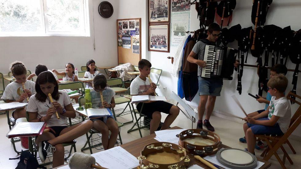 El ciclo de charlas fue presentado en la sede de la Diputación por representantes del organismo provincial y de la Asociación de Executivas de Galicia.Alumnos de uno de los talleres de música impartidos el verano pasado en el conservatorio municipal de Monforte