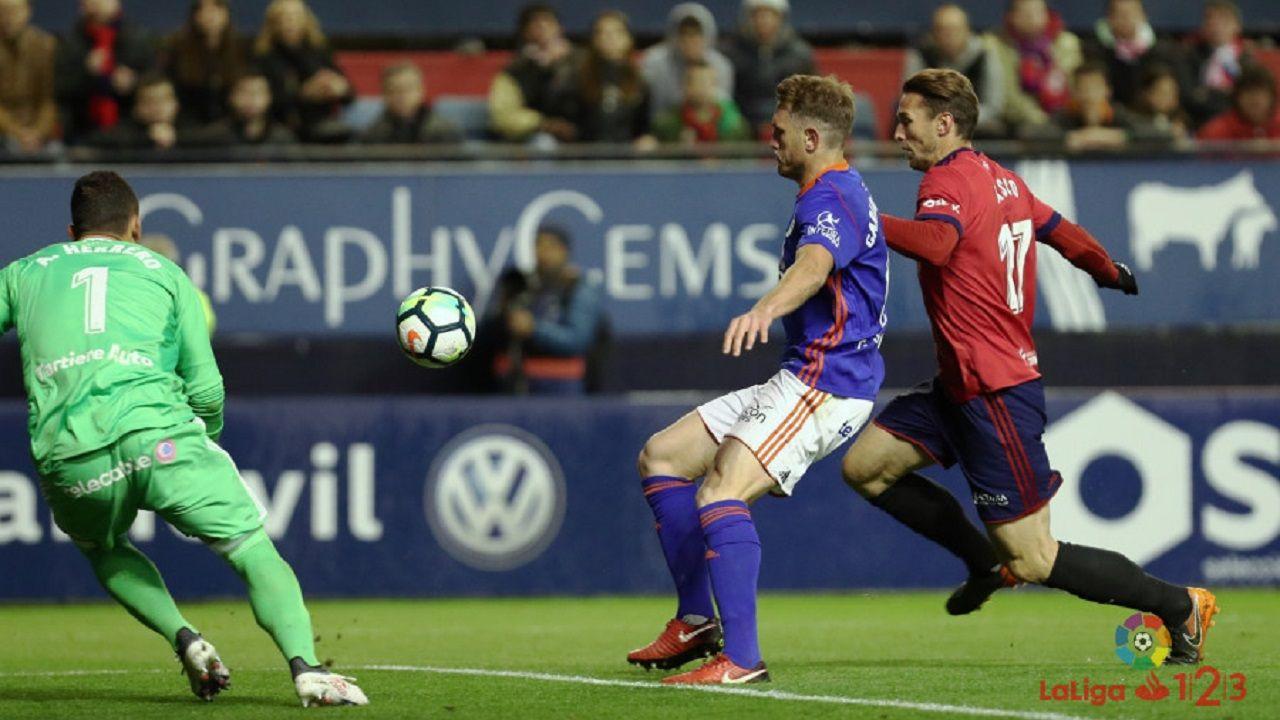 Alfonso sale mientras Carlos pugna con Xisco en el Oviedo-Osasuna