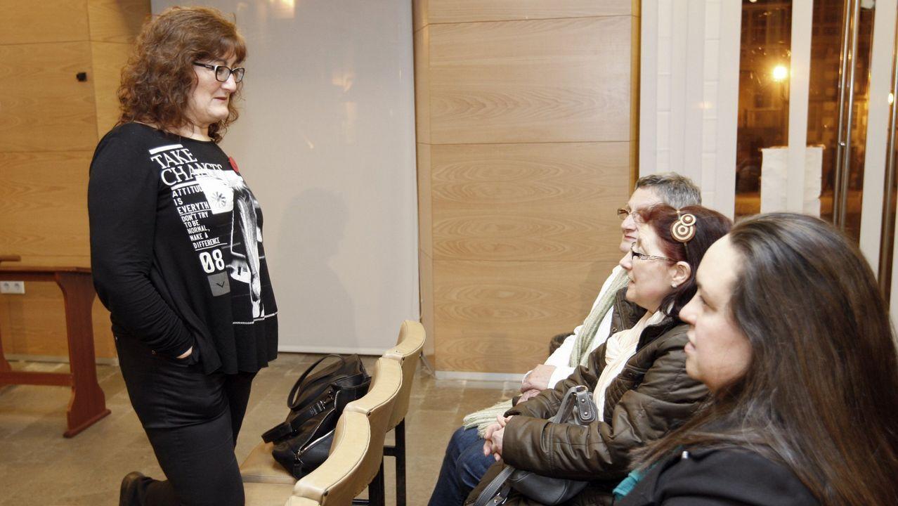 Jueces y fiscales, concentrados ante las puertas del Palacio de Justicia de Oviedo
