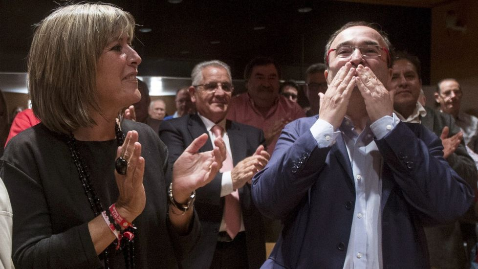 El PSC ratifica por aclamación a Miquel Iceta como primer secretario.Javier Fernández y Miquel Iceta