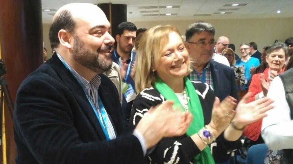 Agustín Iglesias Caunedo, junto a Mercedes Fernández, en el Congreso del PP ovetense