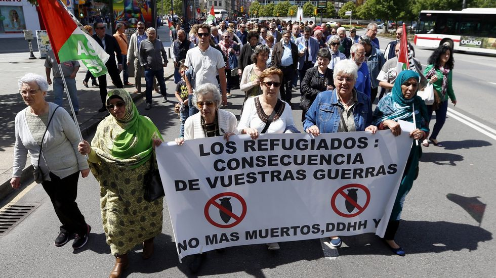 Los jóvenes ruedan por la igualdad de género y la participación política.Manifestación en Asturias por los refugiados