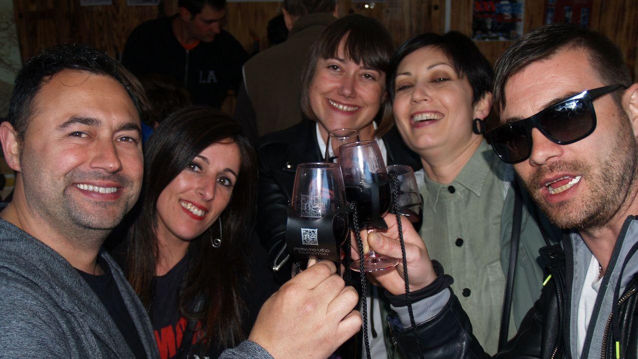 Buenos vinos bajo la lluvia en Pantón