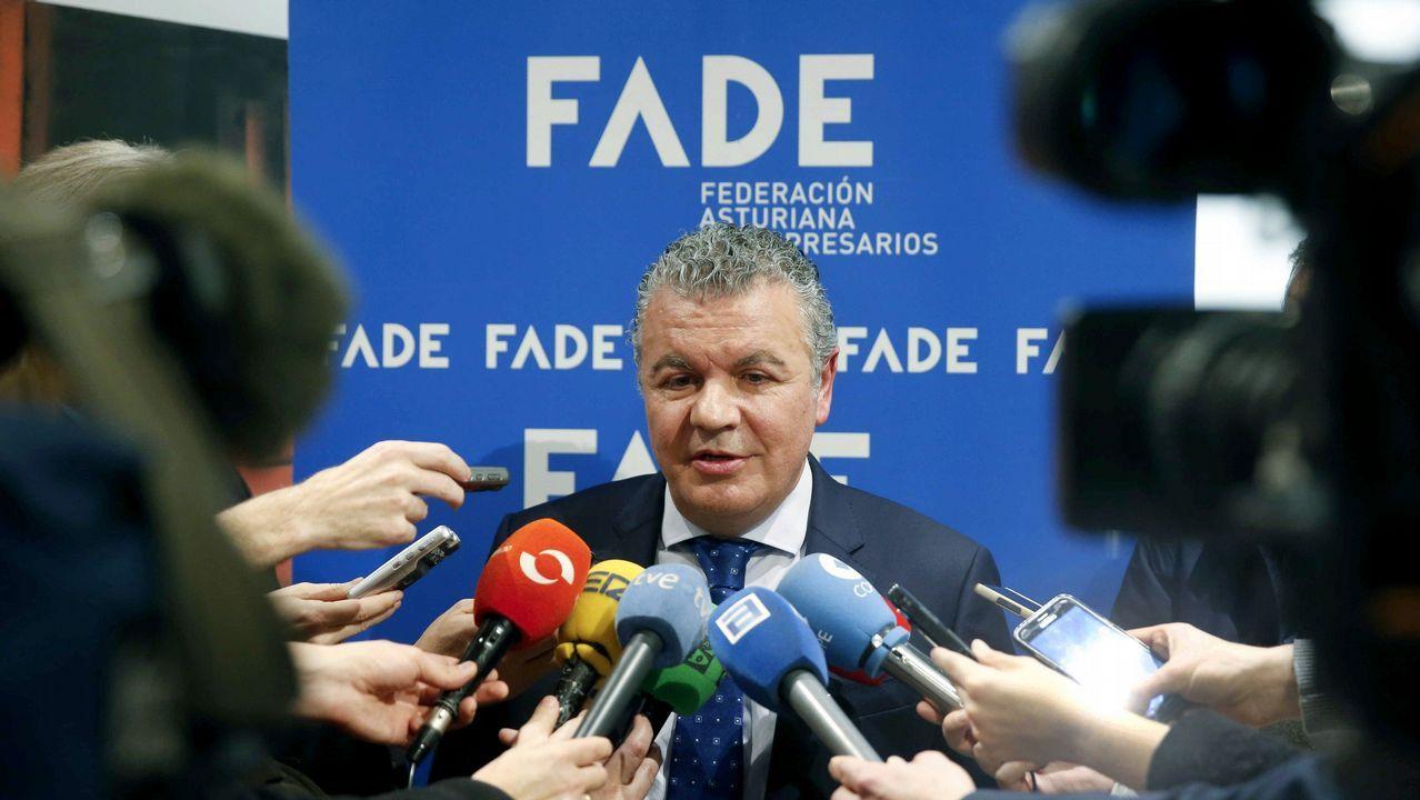 El cortejo de Clarín y Onofre.El fundador de Asturfeito, Belarmino Feito, atiende a los medios tras ser elegido hoy nuevo presidente de la Federación Asturiana de Empresarios (FADE)