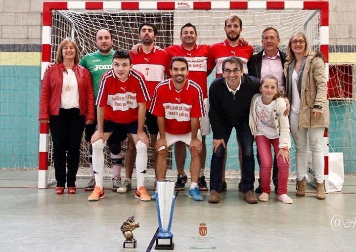 El equipo sénior de Santa Comba también ganó en Touro.