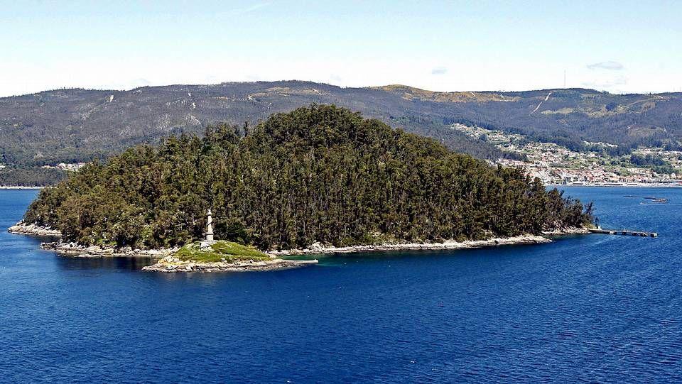 El acceso a la isla de Tambo (ría de Pontevedra) está restringido. Alberga edificios de uso militar.