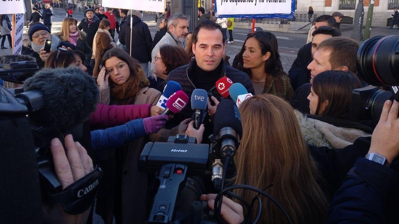 El portavoz de Ciudadanos en la Asamblea de Madrid, Ignacio Aguado, y la portavoz de Ciudadanos en el Ayuntamiento de Madrid, Begoña Villacís