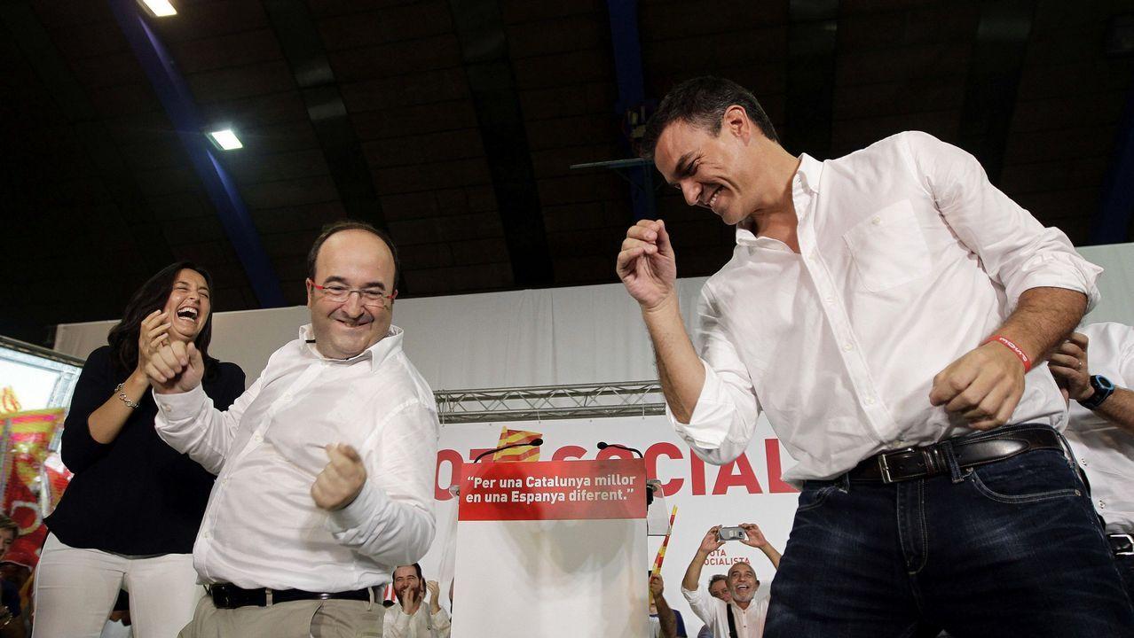 Los cuatro diputados que Ourense.Iceta y Sánchez bailando durante un acto del PSC en Barcelona, en el 2015