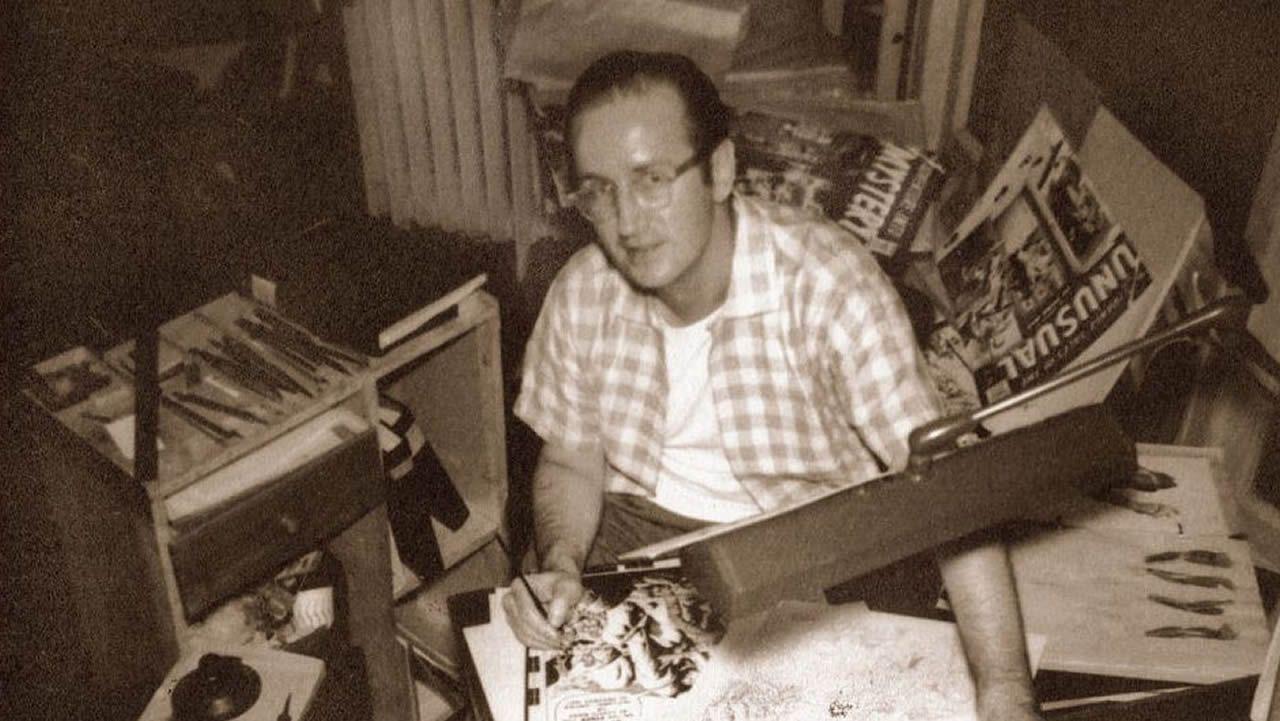 El dibujante Steve Ditko, retratado en su mesa de trabajo, durante su período en Marvel