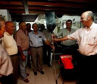 La entrega de equipamientos se hizo en la sede del Círculo Gacela   CÉSAR TOIMIL