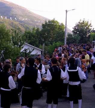 A la ruta de Vilamartín asistieron ayer más de 3.000 personas | aSCÓN