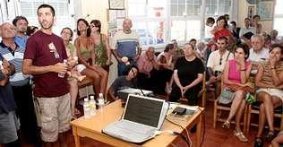 La Casa do Mar del núcleo ribeirense se llenó de gente durante la charla sobre la planta de O Corgo | patricia gago