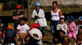 Los mayores no estuvieron vetados en la celebración del «Día do Neno» en Cenlle | SANTI M. AMIL