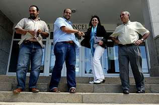 Rubén Cela saluda a Garrido en presencia de Iglesias y Alonso   jaime olmedo