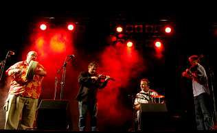 El grupo irlandés Four Men & A Dog durante el concierto en la plaza de España el pasado lunes | alberto lópez