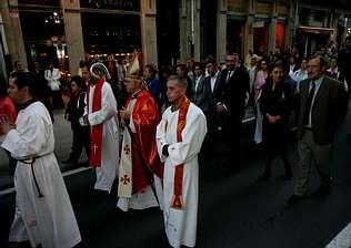 Nicolás Alvarellos, en la procesión de San Paio en junio, era copárroco de A Estrada desde enero de 1998 | M. MÍGUEZ