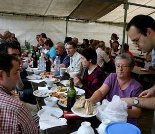 Los romeros degustaron en Carboeiro pulpo, empanada y churrasco | m. s.