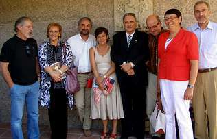 Miguel Ángel Cortizo (a la izquierda), junto con María Xosé Porteiro y, en el centro, Manuel Antas Fraga