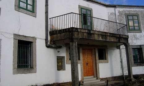 La antigua casa del médico es una de las que se encuentra en estado de abandono.