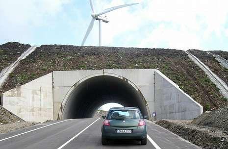 El túnel, como buena parte del tramo, pasa por las inmediaciones de parques eólicos.